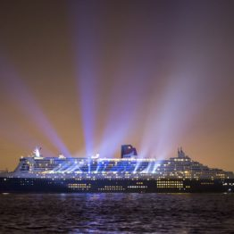 Queen Mary 2 vu la nuit