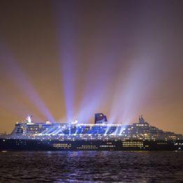 Queen Mary 2 vu la nuit